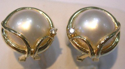 Beauty Brand New Exquisite 14K white mabe pearl earring