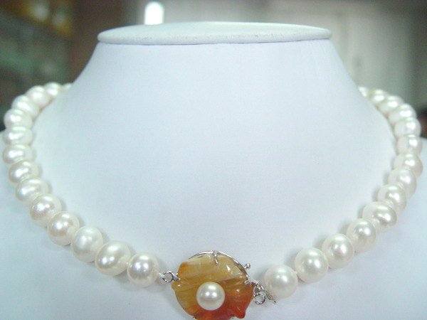 18'' 10-11mm white fw pearl with red agate silver clasp