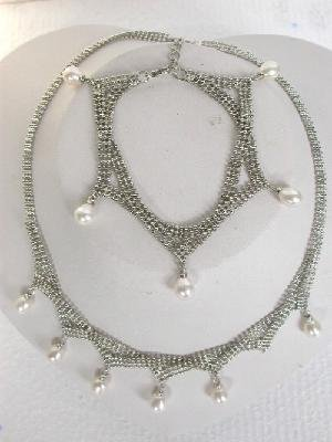 "Beautiful! 17.5"""" 18k white pearl Necklace& matching 8"""" bracelet"