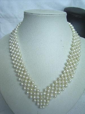 17-18'' 4-5mm white pearl heart shape necklace