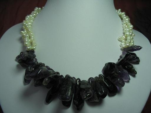 """18"""""""" 3-strands white pearl with natural purple crystal"""