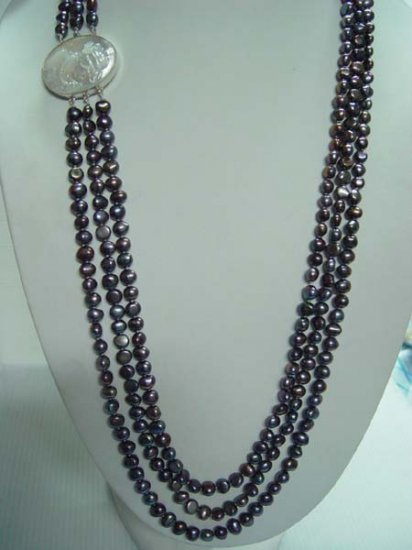 "21""""-23"""" 7-8mm black pearl necklace w/ cameo lady clasp"
