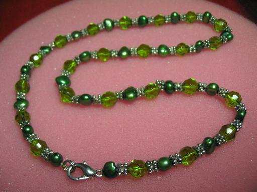 "exquisite 17.5"""" green cystal/green pearl necklace"