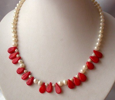 """graceful 17.5"""""""" white pearl with coral necklace"""