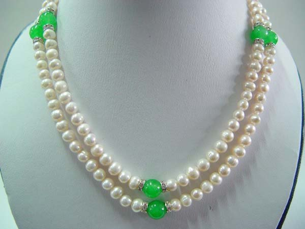 "Stunning 18-19"""" white pearl/Malaysia jade necklace"