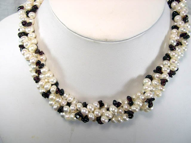 4ROWS white FW Cultured Pearl&garnet Necklace