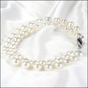Beautiful WHITE Genuine FW Cultured Pearl Bracelet