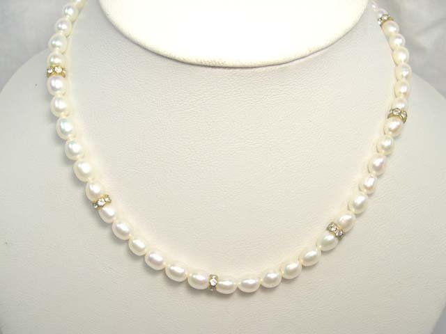 CHARMING SINGLE 17'' WHITE Cultured Pearl Necklace