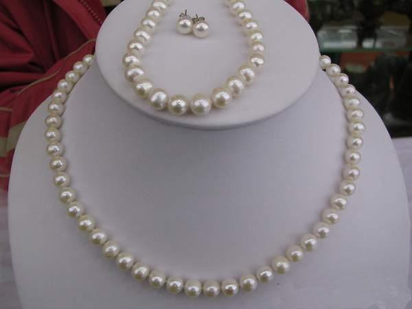 LADIES cultured PEARL NECKLACE & bracelet & earring