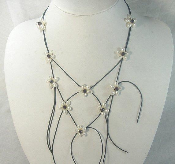 charming flower Genuine cultured Pearl&Garnet Necklace
