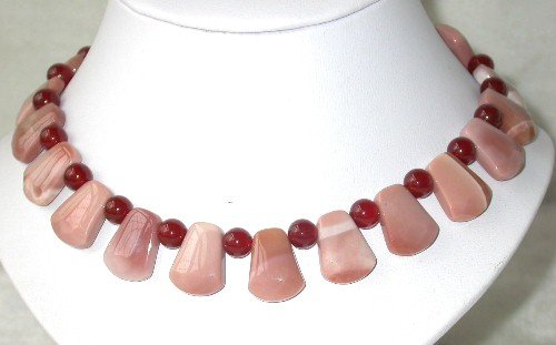 Graceful 17'' 10x15mm pink stone red agate necklace