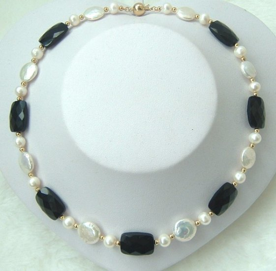 coin freshwater pearls & blackcrystal necklace