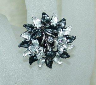 Rhinestone ring flower