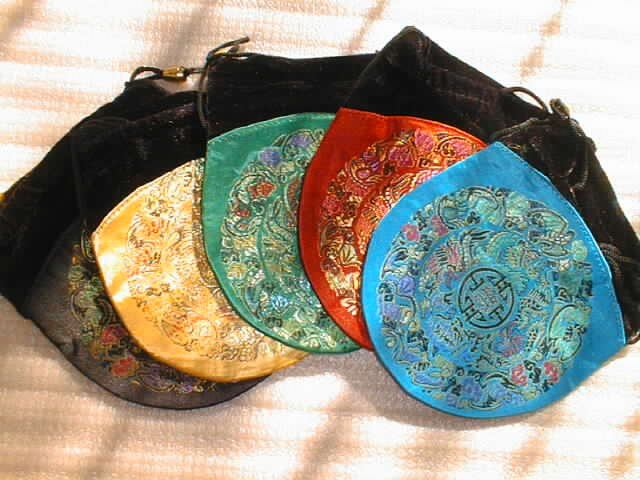 wholesale 25 pieces Chinese silk mid-size roumd shape bags