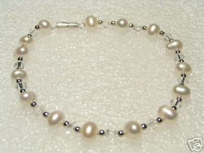 Lovely White FW Pearls&Crystal Bracelet