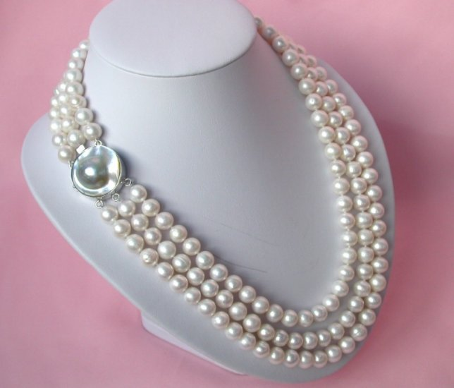 18'' 10mm round white freshwater cultured pearls necklace