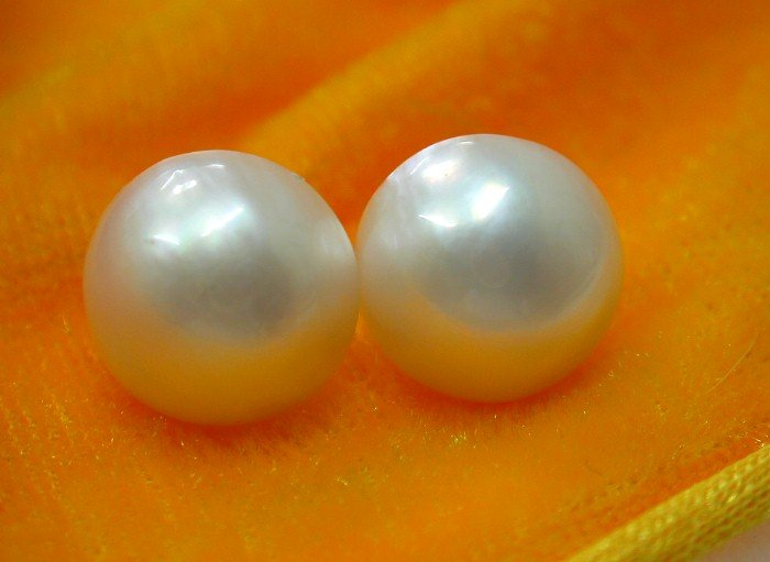 Authentic southsea 14mm round white pearls earrings 14k
