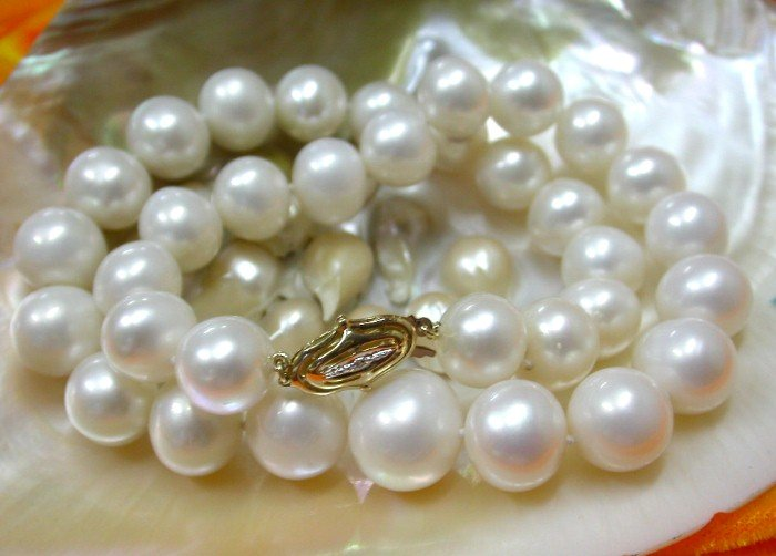RARE 15mm graduated round white pearls Necklace