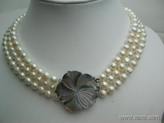 """17""""""""-19"""""""" 3-stands white pearl necklace w/ shell clasp"""