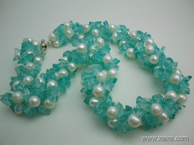 17'' twisted white pearl and blue crystal necklace