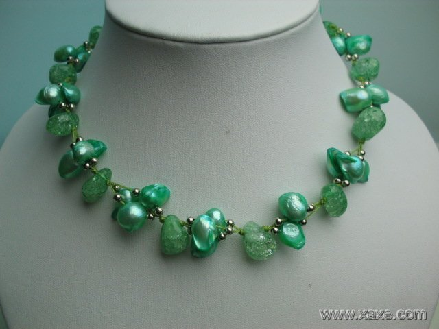 Fancy 17'' green pearl and crystal necklace