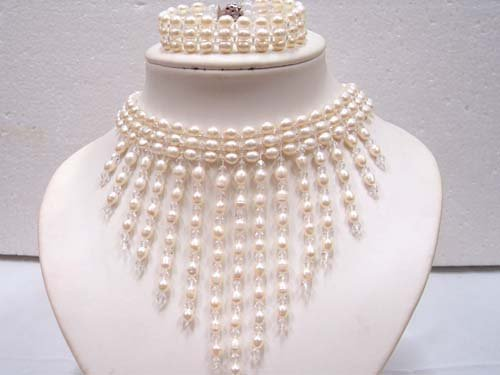Elegant white FW pearl & crystal Necklace bracelet