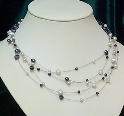 17'' black and white  freshwater pearl necklace