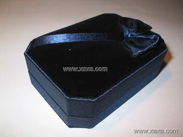 ribbon velvet jewelry box