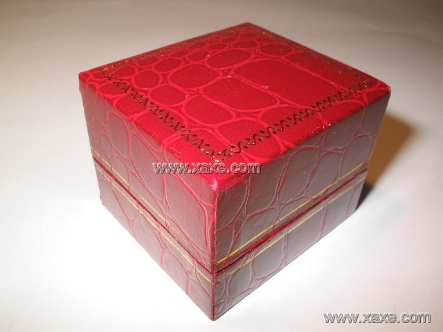 small leatheroid jewelry box