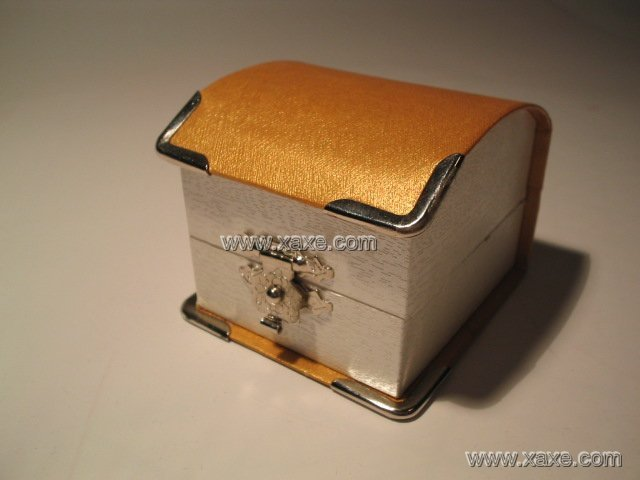 yellow carbon jewelry box