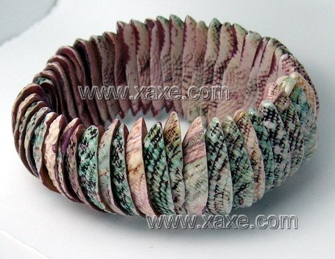 Lovely purple shell bracelet