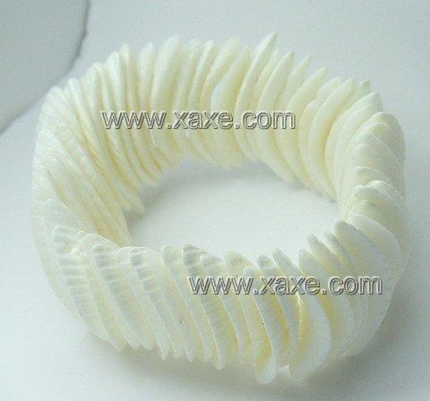 Lovely white shell bracelet