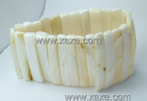 Lovely ivory shell bar bracelet