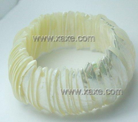 Lovely white bright shell bracelet