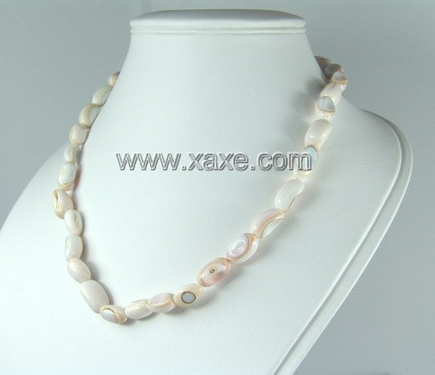 Lovely shell necklace e