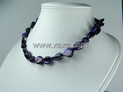 Lovely 15mm shell bead necklace- blue