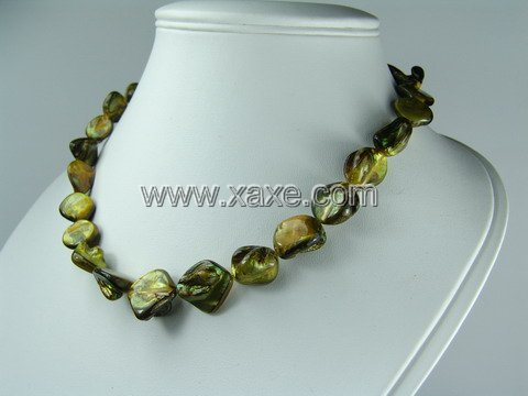 Lovely 15mm shell bead necklace- yellow