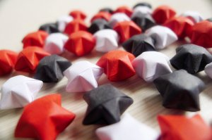 100 Cute Origami Stars - White Black and Red