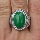 Gild inlaid jade rings, green emerald ring surface. Selection of a successful man