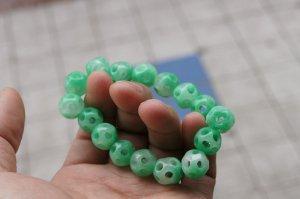 Natural light green jade, hand-carved, 16 Passepartout.(Bracelet) rubber band strung together.