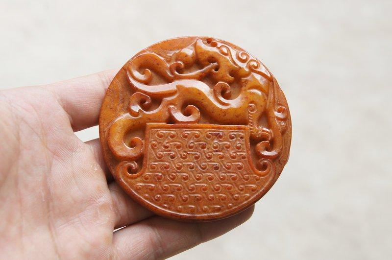Carved pendant, yellow jade retro dragon sent a (fu).Pendant necklace.