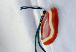 Natural color (red, white) agate pendant, natural pattern hand pieces. 72x32x21mm.