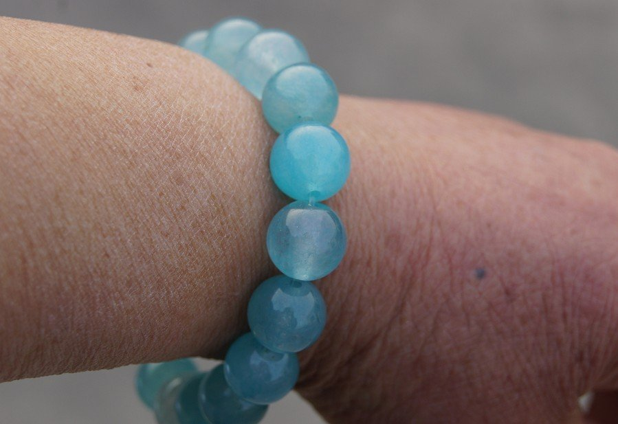 Hand-carved Yuanzhu. Sky blue jade bracelet. 13 mm, 17 beads, rubber bands strung.