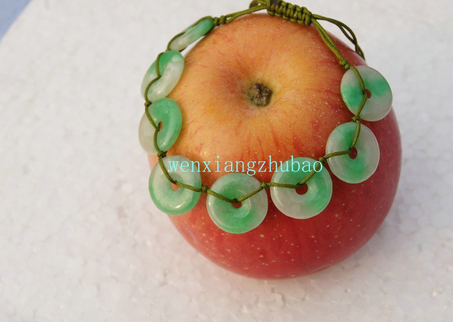 Hand-woven bracelet. Floating green jade, hand-carved, 8 the Ping button (bracelet)