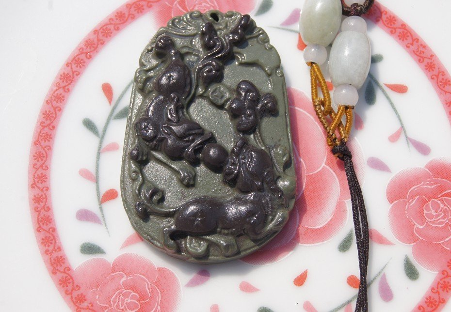 Natural purple gray jade (double brave) playing with a pearl. Necklace Pendants 47x30x8mm