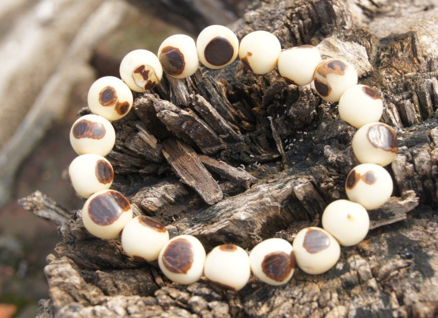 Natural jade fruit Tizi bracelet, rosary. Black and white Yuan Beads, 11 mm Mala meditation, yoga