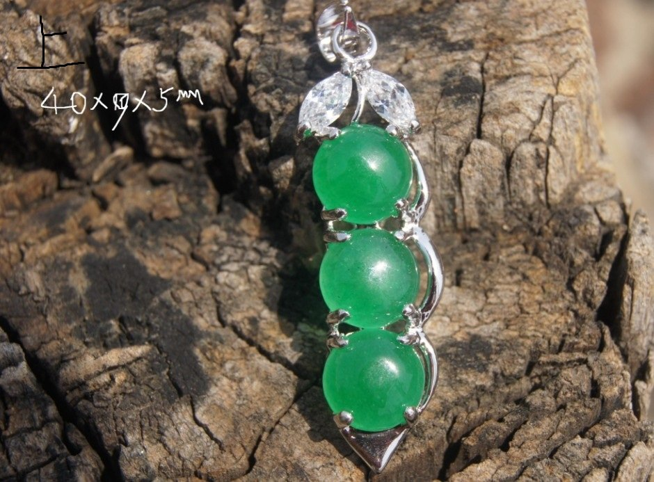 Alloy inlaid jade green beans (peace) of the four seasons. Lucky necklace pendant.