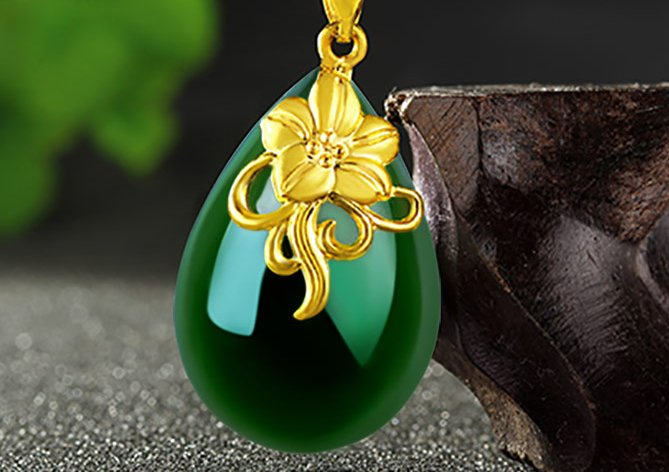 Gold set with green jade necklace orchids (water). Necklace pendant.