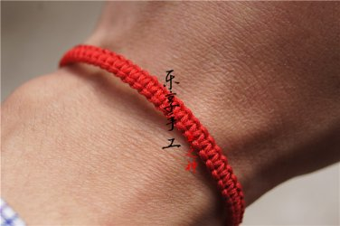 Hand catenary, pure manual weaving Red square knot bracelet