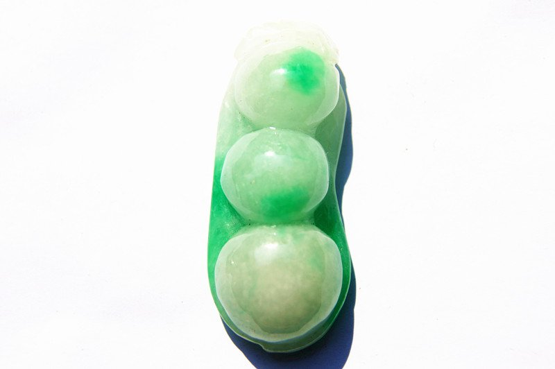 White and green jade green beans (peace) of the four seasons. The necklace pendant